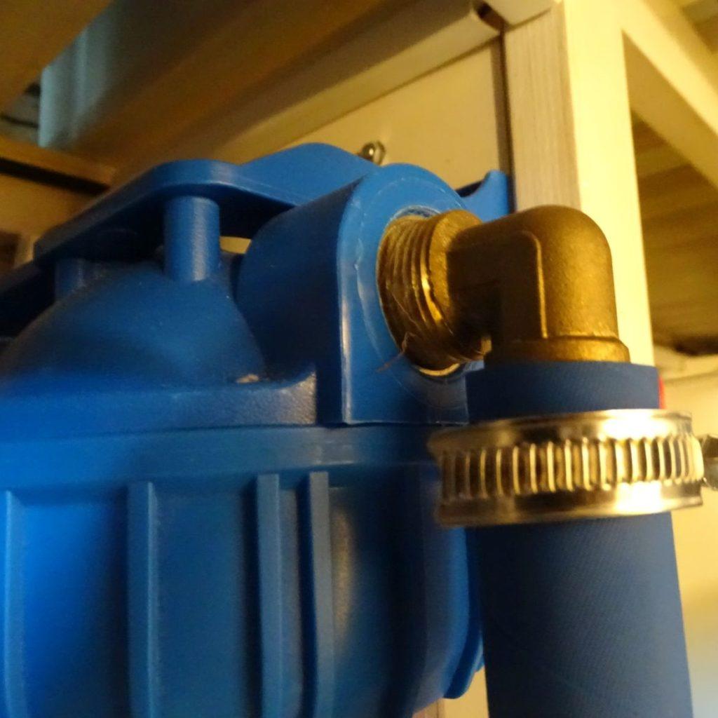 Schlauchtülle im Wasserfilter-Auslass