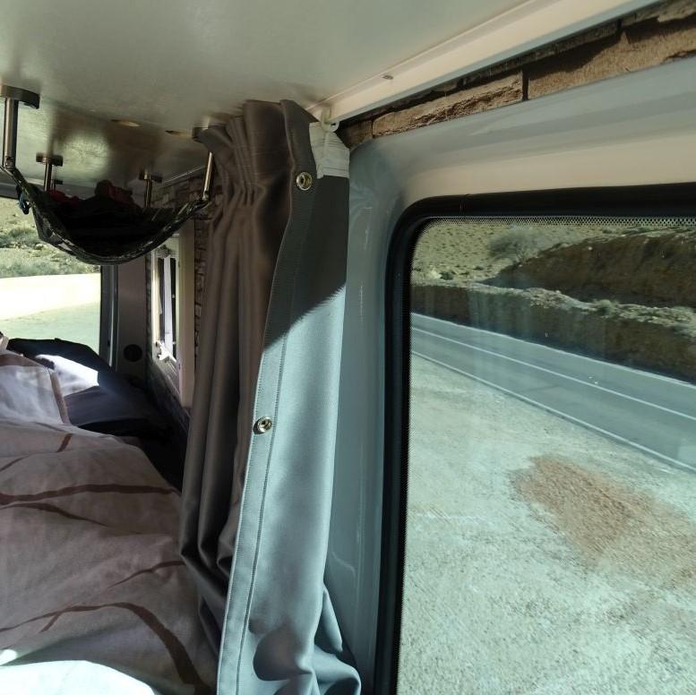 Gardinen Aufhängung Fahrerseite