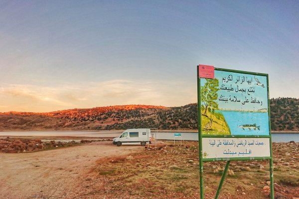 Gebirgssee-Marokko